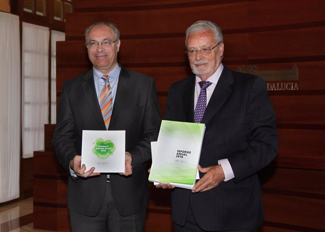 Jesús Maeztu presenta a Juan Pablo Durán el Informe Anual 2016