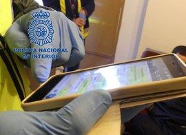 Detenidos en Andalucía dos monitores de la mayor red internacional de pornografía infantil por WhatsApp