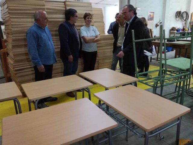 Proyecto reutilización material escolar