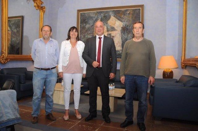 Ruiz (centro) y Borrego, durante el encuentro mantenido