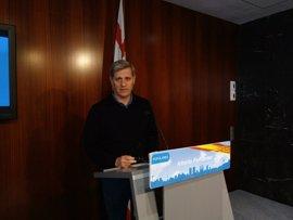 Alberto Fernández (PP) exige a Colau retirar la campaña del Pacte pel Referèndum de buses y Metro