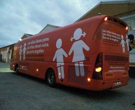 Hazte Oír recoge firmas para que Carmena no sancione a los agentes que no multaron a su autobús contra la transexualidad