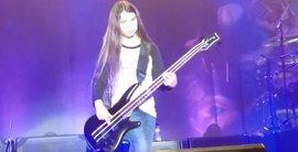 VÍDEO: Debuta como bajista de Korn el hijo de 12 años de Robert Trujillo (Metallica)