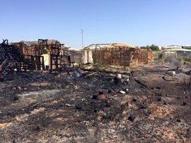 La Subdelegación aboga por alternativas a los asentamientos e investigan las causas del fuego