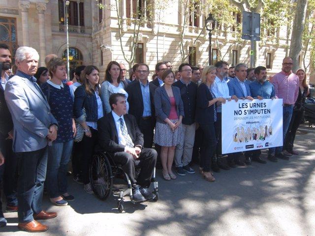 C.Forcadell, entidades soberanistas y diputados apoyan imputados 9N