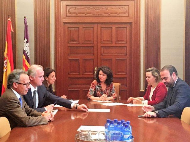 Reunión de la FEHM en la delegación de Gobierno con Matilde Asián