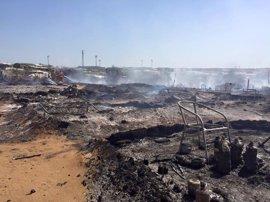 Extinguido el incendio en el asentamiento chabolista de Lepe (Huelva)
