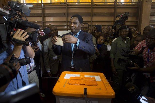 Hakainde Hichilema  en las elecciones en Zambia