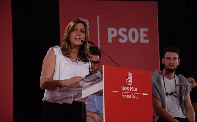 La aspirante a las primarias del PSOE, Susana Díaz, en un mitin