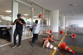 Policías protestan junto al Congreso de Brasil contra la propuesta de reforma de las pensiones