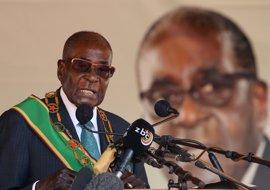 """Mugabe hace un llamamiento a defender la independencia y """"hacer más por mantener la unidad"""" en Zimbabue"""