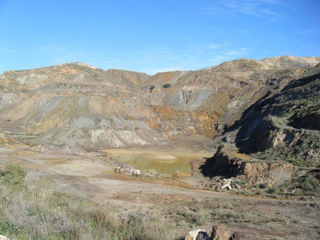 Imagen de suelos contaminados por metales pesados en La Unión