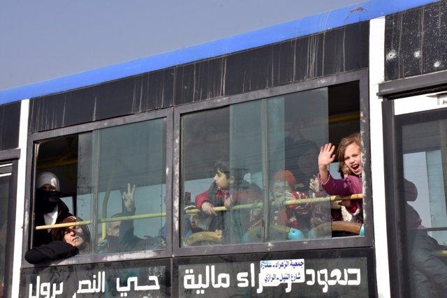 Evacuados de Fua y Kefraya llegan a Alepo, en una imagen de archivo