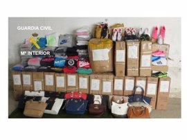 Guardia Civil interviene en Belorado (Burgos) ropa deportiva y complementos falsificados