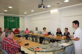Pacientes de corazón reciben en el Hospital Clínico de Málaga consejos sobre cómo llevar una vida normalizada con un DAI