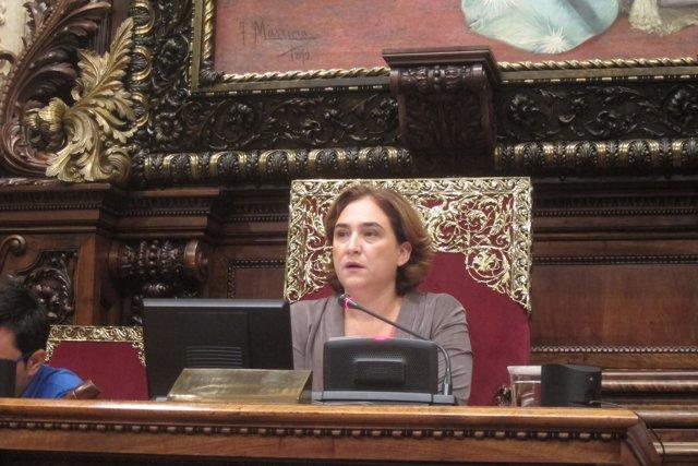 L'alcaldessa  Ada Colau presidint el ple de Barcelona