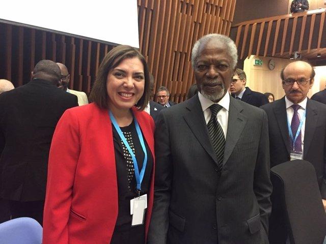 Encarna Guillén con Kofi Annan