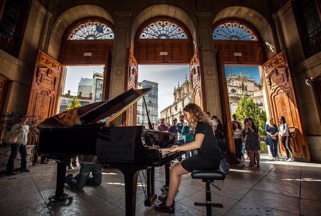 Concierto de piano en la calle