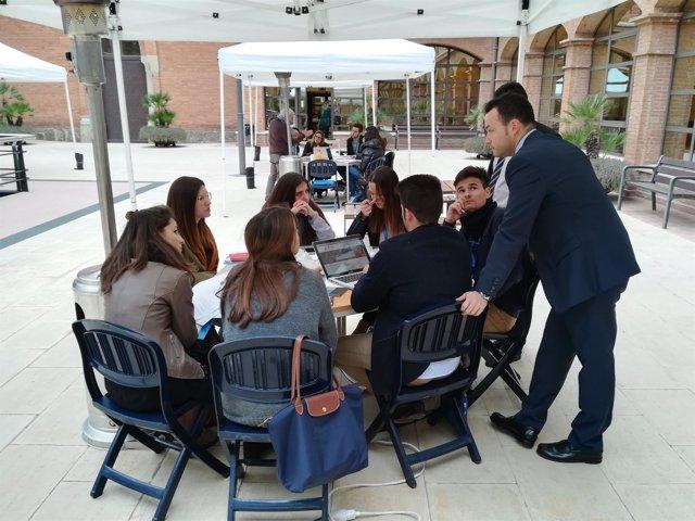 Participantes en el BCN Thinking Challenge de la UAO CEU