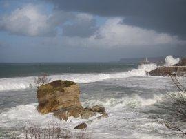 Protección Civil alerta por fuerte temporal marítimo en el noroeste y sur peninsular