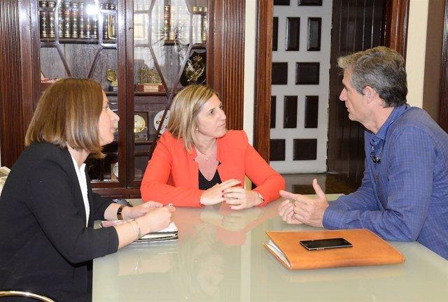 Irene García con el alcalde de Arcos