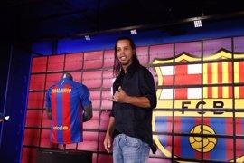 """Ronaldinho, """"orgulloso de formar parte del comienzo de la increíble historia de Messi"""""""