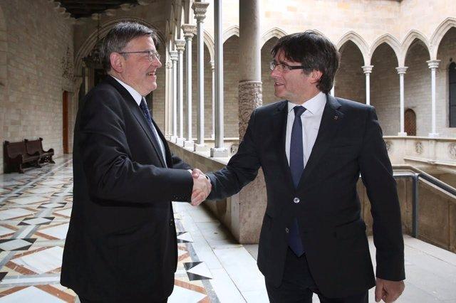 El presidente valenciano X.Puig y el presidente catalán C.Puigdemont.