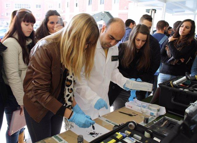 Guardia Civil de Murcia recibe la visita de alumnos de Criminología de la UMU