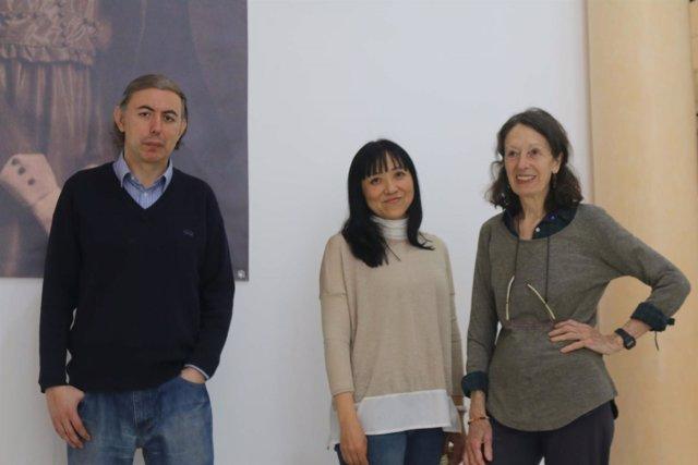Autores de la exposición para conmemora 'Diario de un poeta recién casado'.
