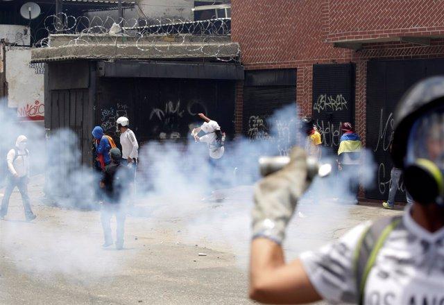 Enfrentamientos en las protestas opositoras en Caracas