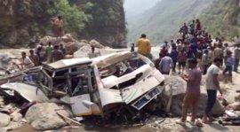 Mueren 45 personas tras caer a un río un autobús en el norte de India