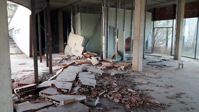 Estado de abandono del polideportivo de Sojuela