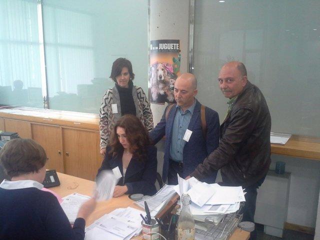 Presentación de las firmas en el registro de Presidencia.