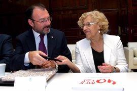 Carmena entrega las llaves del palacete de Alberto Aguilera, donde se instalará la futura Casa de México