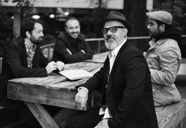 Leo Minax y su nueva banda ofrecen un concierto en el Espacio Cultural CajaCanarias de Santa Cruz