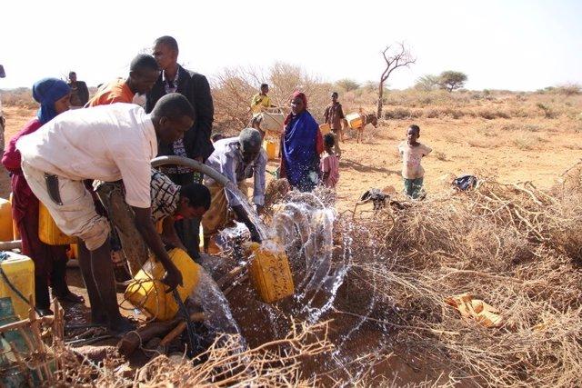 Save the Children reparte agua en Somalia