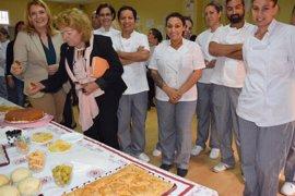 La Junta realiza un programa de acción social en el barrio malagueño de Cruz Verde con cursos para ayudante de cocina