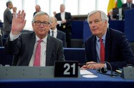 Juncker y el negociador del Brexit viajarán el miércoles a Londres para verse con May