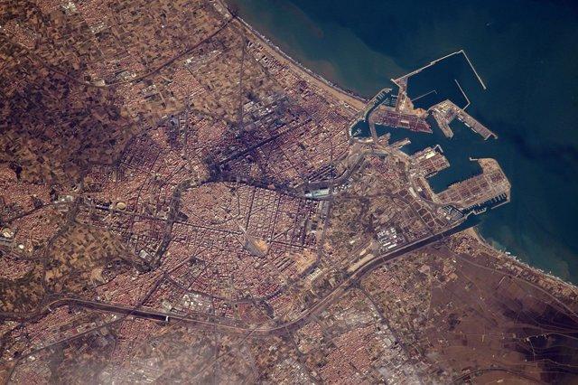 El Puerto de València visto desde 400 kilómetros de altura