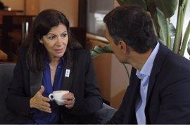 La alcaldesa de París vaticina la derrota de Le Pen y reitera su apoyo a Hamon
