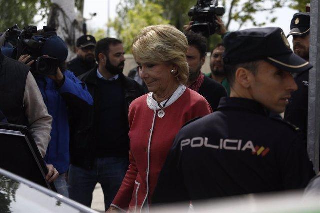 Esperanza Aguirre sale de la Audiencia Nacional tras declarar por Gürtel