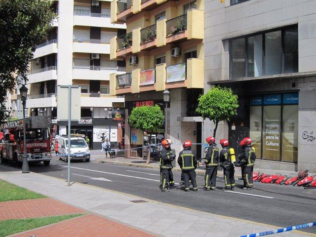 Incendio en cuarto de contadores de un edificio de oficinas en la calle Puerto.