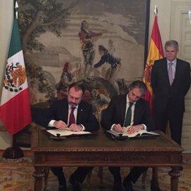 México y España firman un convenio sobre transporte aéreo que impulsará el turismo y el comercio