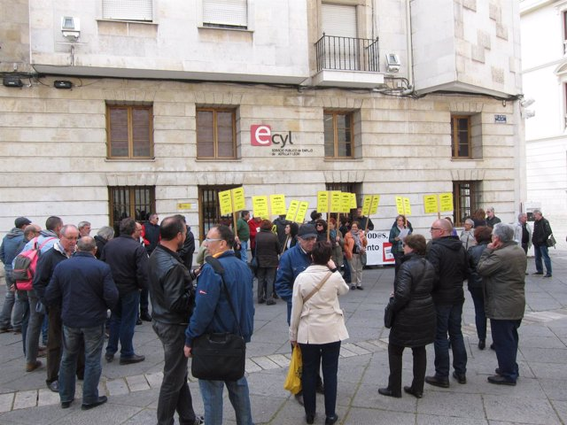 Protesta contra el traslado de la oficina del Ecyl de Cadenas de San Gregorio