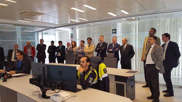 Autoridades conocen el nuevo Centro Portuario de Control de Servicios.