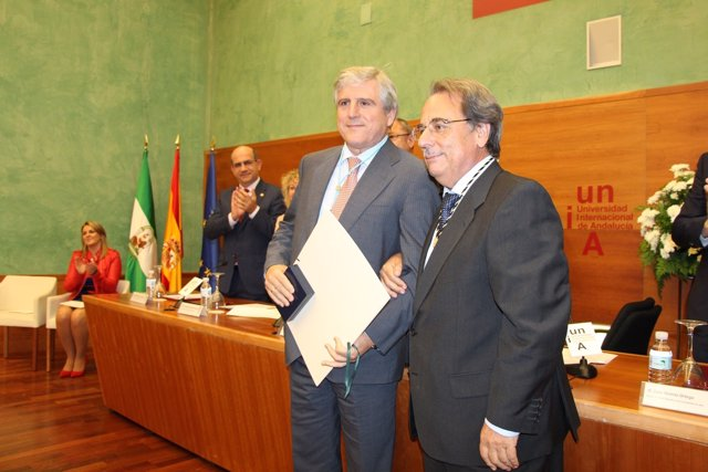 Concesión de la Medalla de la UNIA a José López Barneo