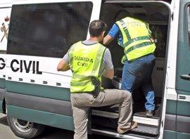 Guardia Civil detiene a los 7 miembros de un grupo al que se le atribuye el robo de 8.000 cajetillas de tabaco