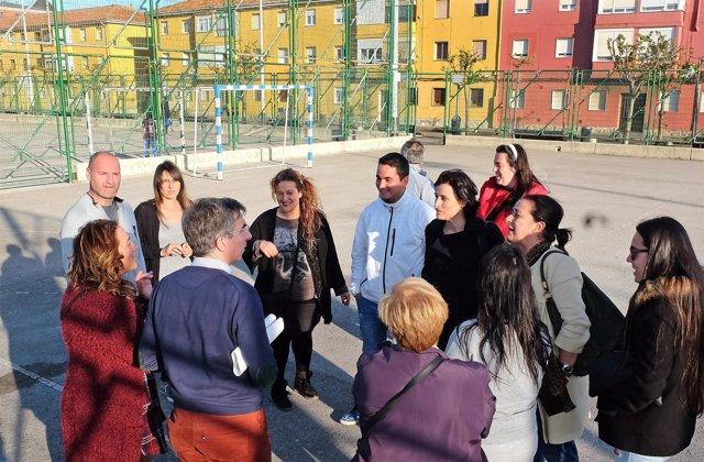 Gema Igual, Carmen Ruiz y César Díaz en el Barrio Pesquero
