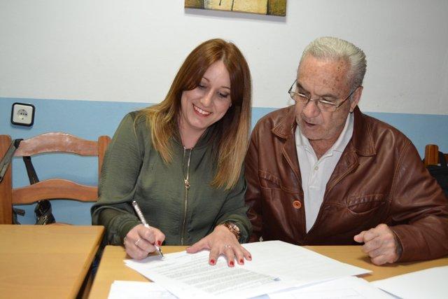 Diputación Y Familiares De Usuarios Firman El Contrato Que Garantizan Todos Los