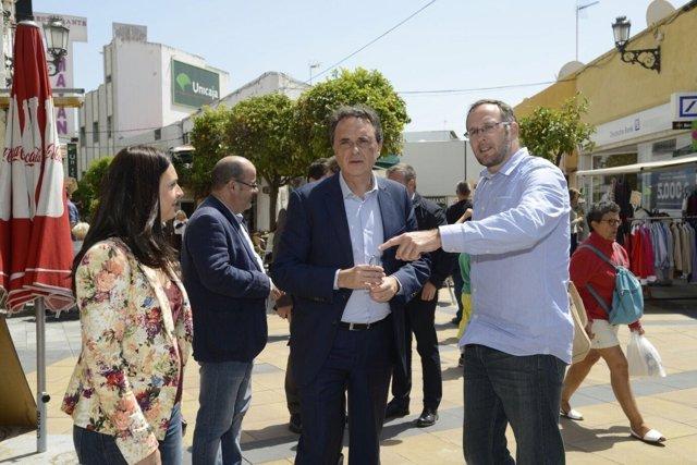 Pepe Ortiz alcalde De Torremolinos málaga calle visita obra